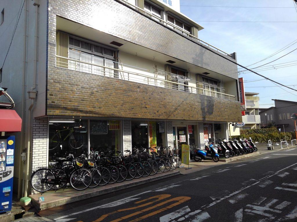 正面 自転車・バイクの展示